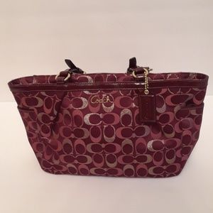 COACH BURGUNDY/GOLD LOGO TOTE